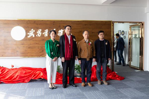 学校成立华中地区首个高校直播实训基地培养新媒体创新人才 理事长金国华出席并为基地揭牌